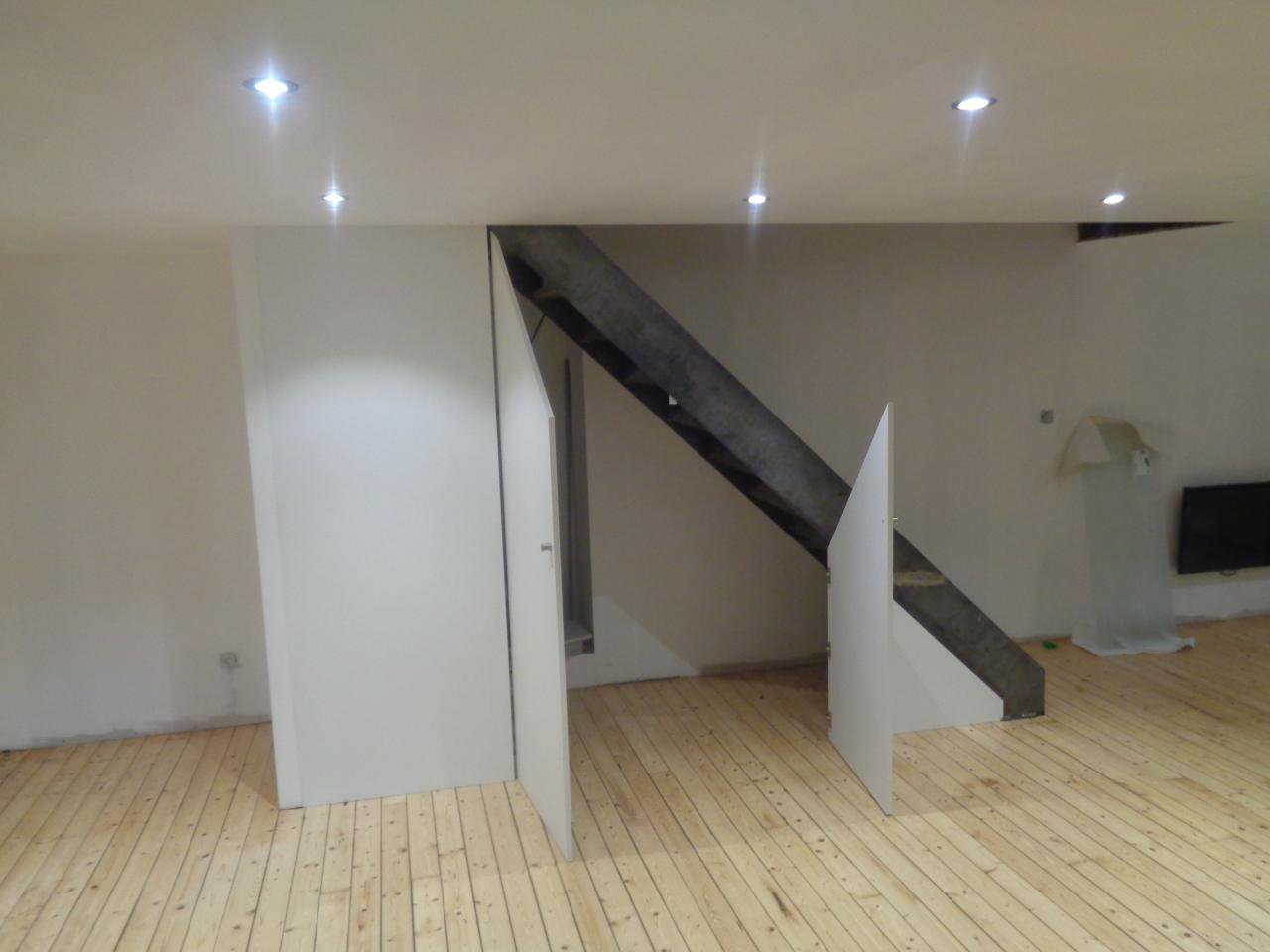 Aménagement sous escalier.