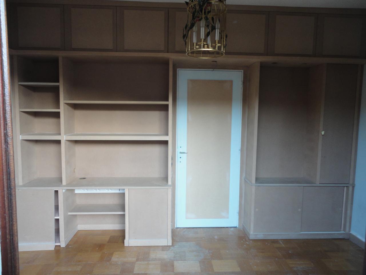 Bureau - bibliothèque sur mesure fabriquée dans notre atelier.