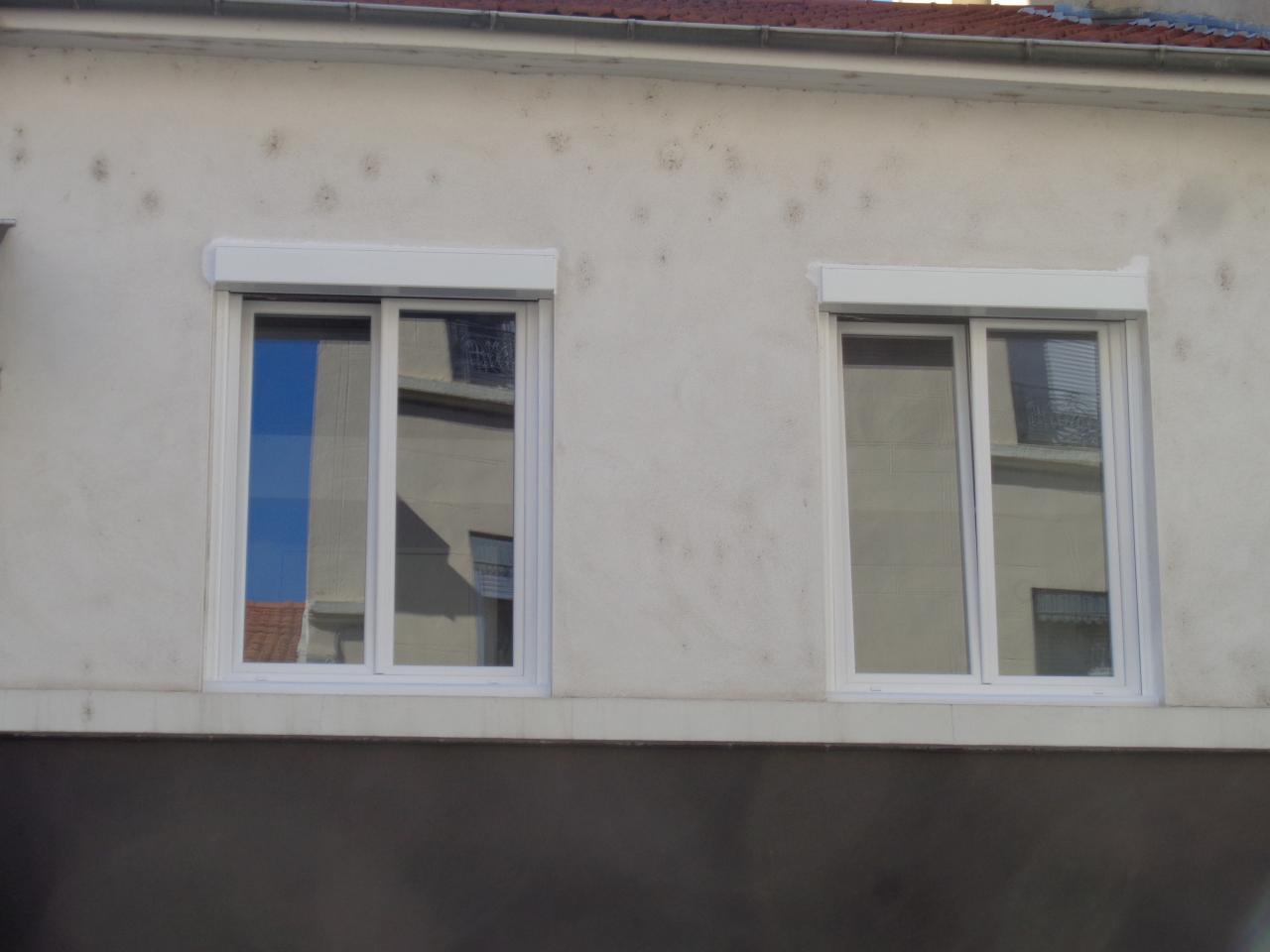 Fenêtre PVC blanc.