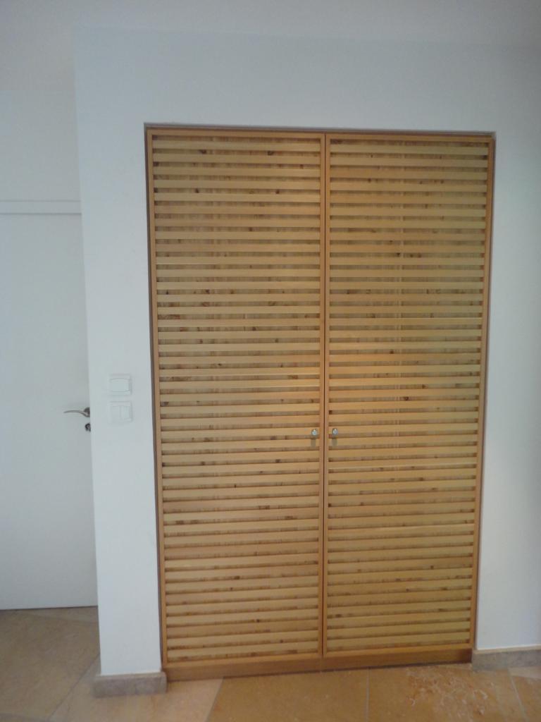 Porte de placard sur mesure fabriquée dans notre atelier.