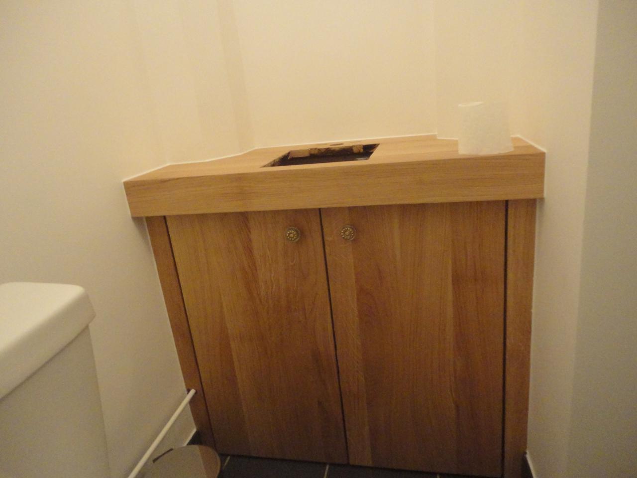 Meuble WC sur mesure fabriqué dans notre atelier.